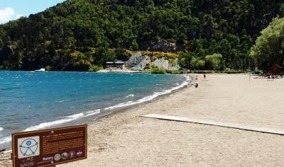 Playa del lago Lácar