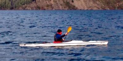 Kayak en lago Lácar